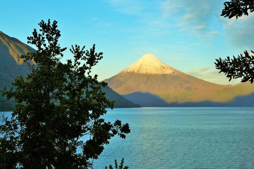 Volcán Osorno y Lago de Todos losSantos.