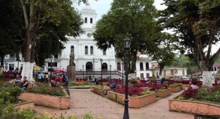 Iglesia de la plaza principal